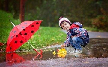 осень, дети, игрушка, улица, дождь, зонт, ребенок, мальчик, куртка