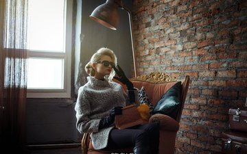 стиль, очки, стена, лампа, модель, кресло, свитер, перчатки, solovьev, артем соловьев, юлия филатова