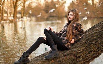 вода, дерево, девушка, настроение, улыбка, улица, пруд, милая, рубашка, ботинки, шатенка, карина козырева