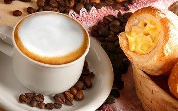 зерна, кофе, чашка, капучино, пенка, пирожное, круассан