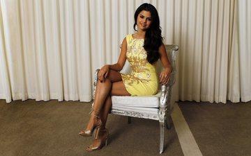 dress, smile, brunette, feet, tan, selena gomez