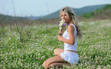 девушка, блондинка, взгляд, волосы, букет, полевые цветы, наталия форрест