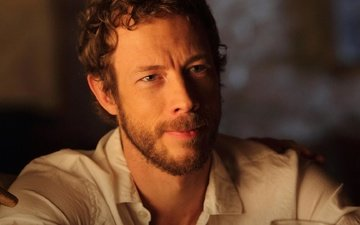 actor, shirt, lost girl, kris holden-ried, the call of the blood, kristen holden-reid