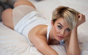 девушка, блондинка, трусики, кровать, фигурка