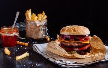 гамбургер, котлета, соус, салат, булочка, сэндвич, фастфуд, картошка фри