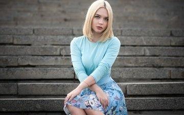 лестница, девушка, блондинка, юбка, кофта, макияж, прическа, позирует, ступени