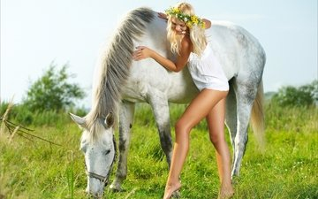 horse, blonde, summer, wreath, long hair