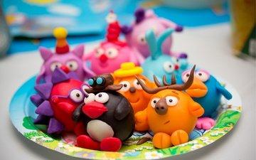 макро, игрушки, тарелка, мультяшки, пластилин, поделки, смешарики