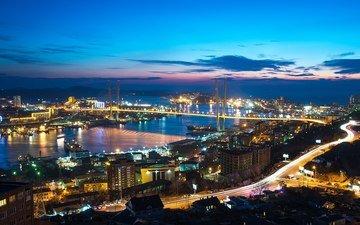 небо, облака, ночь, фонари, холмы, море, корабли, панорама, мост, город, дома, улица, россия, машины, бухта, владивосток