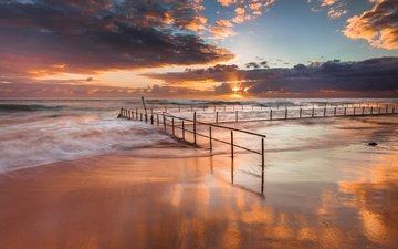 небо, облака, солнце, берег, волны, закат, песок, забор, ограждение, океан, прилив
