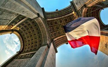париж, флаг, триумфальная арка, колонны, франция