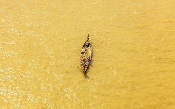 река, лодка, рыболов