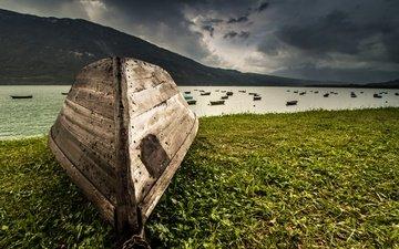 река, природа, берег, зелень, гора, лодка