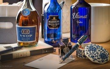 ручка, бутылки, алкоголь, натюрморт, бренди, этикетки