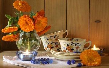 цветы, букет, чашка, браслет, свеча, натюрморт, календула, бусинки