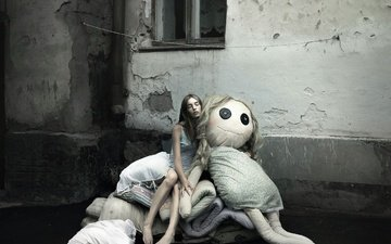 девушка, город, сон, кукла, окно, босая, photographer киселёва ольга, сомнамбула.наденька