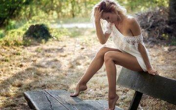 девушка, настроение, лето, ножки, скамья, фигура, плечо, лавочка, белое платье, босиком