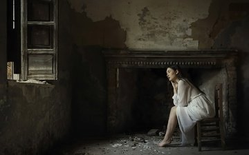 девушка, настроение, окно, камин, белое платье