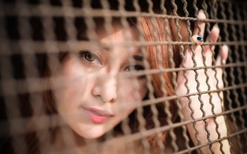 девушка, настроение, портрет, взгляд, забор, сетка, азиатка