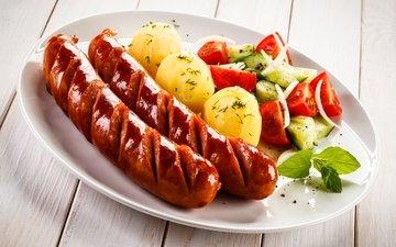 зелень, еда, доски, тарелка, помидоры, сосиска, картофель, огурцы, вторые блюда