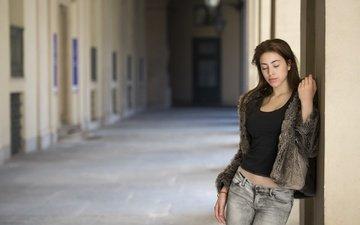 девушка, фон, модель, джинсы, волосы, лицо, стоит, шубка, закрытые глаза, serena