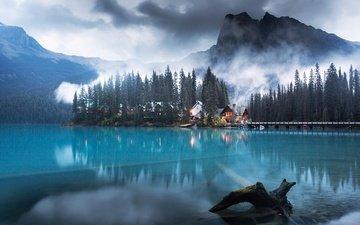 деревья, озеро, горы, лес, дома, канада, скалистые горы, озеро изумрудное