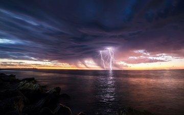 небо, свет, камни, берег, тучи, море, молнии