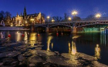 ночь, деревья, фонари, огни, вода, река, снег, мост, лёд, швеция, дворец, стокгольм