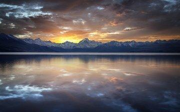 озеро, горы, скалы, закат, тучи, отражение, гладь