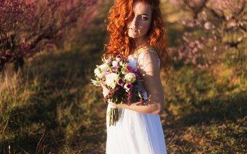 девушка, платье, взгляд, волосы, букет, невеста, рыжеволосая