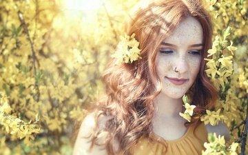 природа, цветение, девушка, взгляд, весна, волосы, лицо, пирсинг, веснушки, рыжеволосая