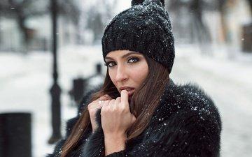 снег, зима, девушка, портрет, брюнетка, взгляд, лицо, шапка, мех, шуба, кареглазая, alexey slesarev, елена безрукова
