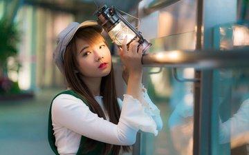 свет, девушка, взгляд, лампа, фонарь, волосы, азиатка, кепка, боке