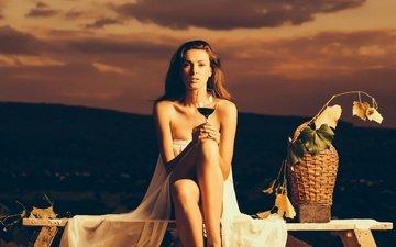 вечер, листья, закат, девушка, виноград, платье, поза, сидит, бокал, корзина, вино, в белом, шатенка