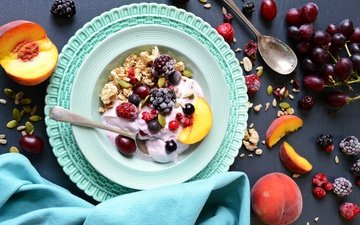 виноград, малина, фрукты, ягоды, персик, ежевика, ложка, мюсли, йогурт