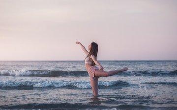 волны, девушка, море, танец, emma exbrayat