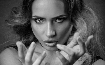 девушка, взгляд, чёрно-белое, волосы, лицо, губки, жест, эмоция