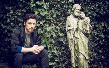 greens, leaves, branches, actor, garden, jeans, shop, jacket, sculpture, photoshoot, james mcavoy