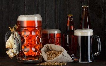 зерна, кружки, черный фон, пиво, бутылки, пена, рыба