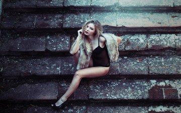ступеньки, девушка, поза, блондинка, взгляд, волосы, туфли, ступени