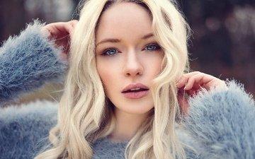 девушка, блондинка, взгляд, волосы, лицо, локоны, свитер, ворс