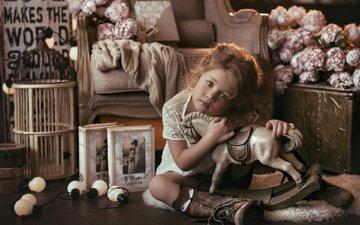 цветы, платье, взгляд, книги, девочка, комната, кресло, игрушки, ребенок, лампочки, клетка, мех, ботинки, гольфы, лошадка, коврик, малышка
