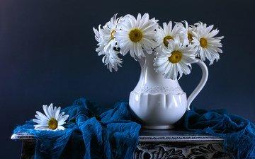 цветы, ромашки, кувшин, столик, натюрморт, шарф