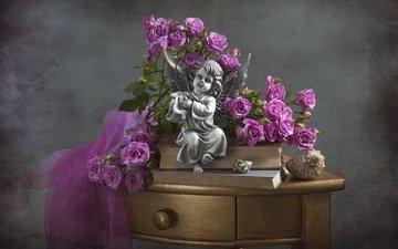 цветы, розы, книги, статуэтка, ракушки, столик, натюрморт, фигурка