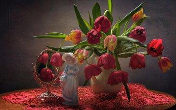 цветы, статуэтка, зеркало, девочка, тюльпаны, салфетка, кувшин, столик, натюрморт, фигурка