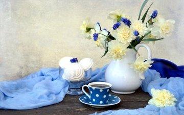 цветы, стол, ткань, чашка, ваза, чай, нарциссы, десерт, зефир