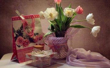 цветы, стрекоза, ткань, сумочка, тюльпаны, ваза, коробка, столик, натюрморт