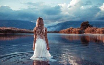 облака, вода, озеро, девушка, платье, блондинка, белое платье, иван горохов