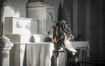 девушка, церковь, спина, татуировка, в чёрном, траур