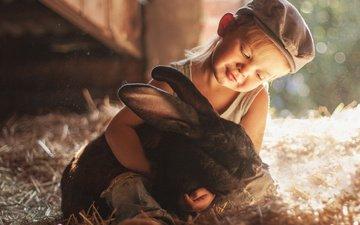 ребенок, кролик, мальчик, животное, солома, друзья, кепка, боке